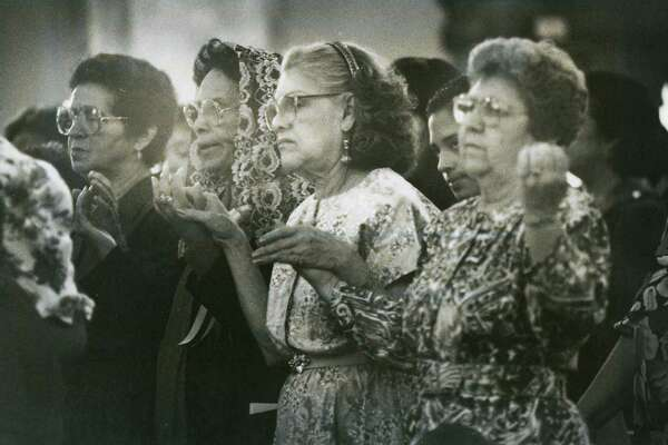 Parishioners of Immaculate Heart of Mary Catholic Church pray during Easter Sunday mass on April 3, 1994.