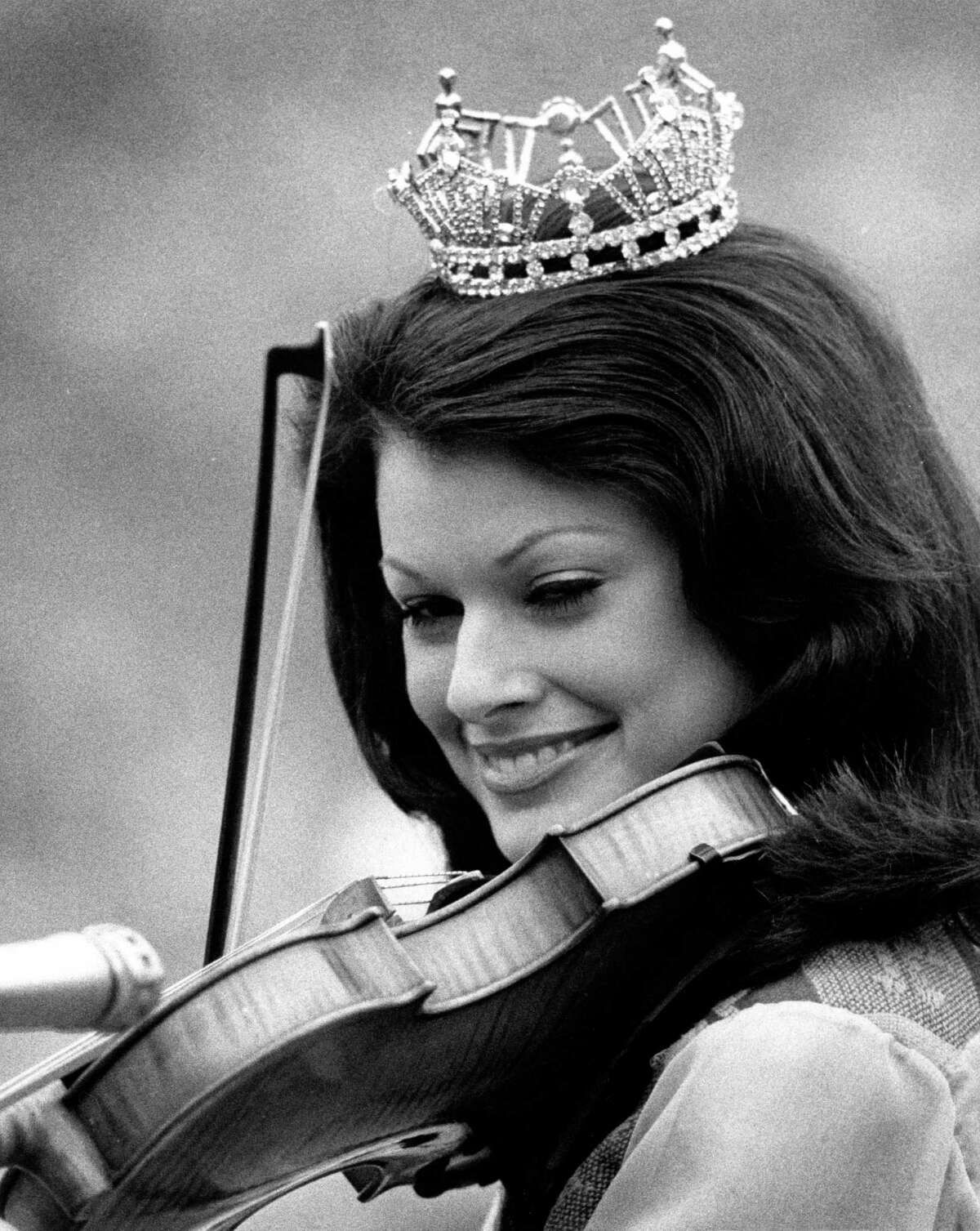 Judy Mallett, the 1973 Miss Texas, and her fiddle before the start of Super Bowl VIII on Jan. 13, 1974. Mallett was a featured performer for the big half-time show at Rice Stadium. Her solo on the fiddle was backed up by the University of Texas Longhorn Band.