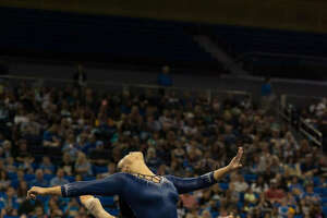 Latina gymnast takes over social media with her dance moves - Photo