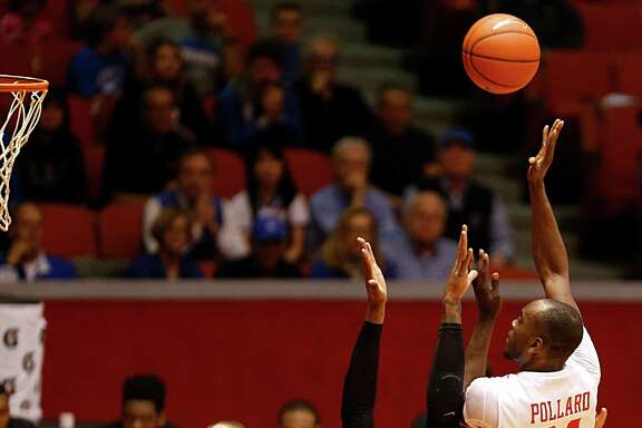 Houston Cougars forward Devonta Pollard right, shoots over Memphis Tigers forward Shaq Goodwin 2nd from right, during the first half of men's college basketball game action at Hofheinz Pavilion Wednesday, Feb. 10, 2016, in Houston.