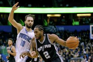 Kawhi's huge night boosts the surging Spurs into All-Star break - Photo