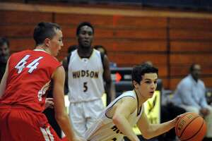 Hudson basketball teams head to sectionals, both at 20-0 - Photo