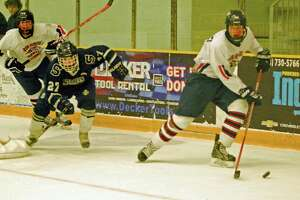 NFI hockey skates past Staples - Photo