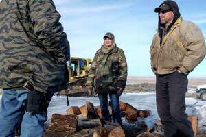 4 holdouts at Oregon refuge have diverse backgrounds - Photo