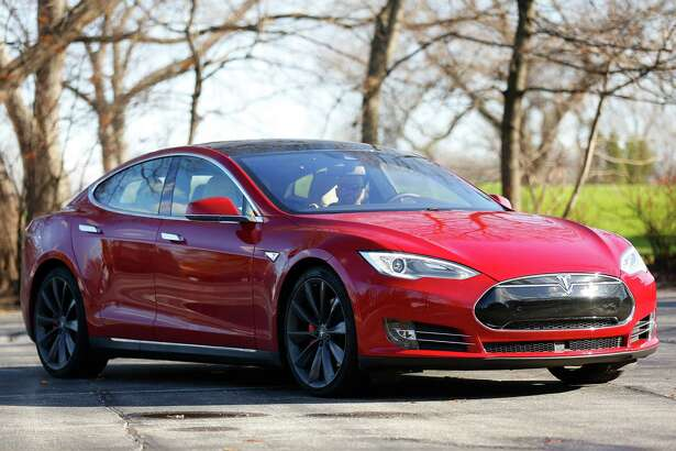 An exterior view shows the Tesla Model S P90D. If Senate Majority Leader Bob Duff gets his way, Tesla would be allowed to circumvent Connecticut's auto-dealer franchise laws and sell directly to consumers.