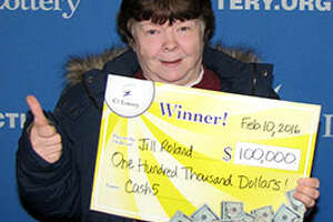 'Stressed' woman waits to cash in $100,000 prize - Photo