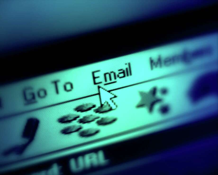 Web browser, cursor selecting 'Email' (blue tone) Photo: Crowther & Carter, Getty Images / (c) Crowther & Carter