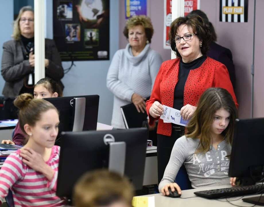 State Education Commissioner Maryellen Elia visits a computer science class at Maple Avenue Middle School class in Saratoga Springs on Thursdya. (Skip Dickstein / Times Union)