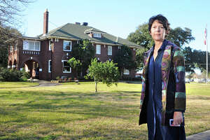 Orange resident opposes city hall move - Photo