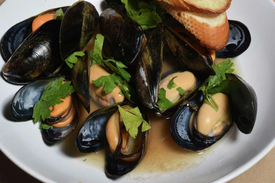 Cozze, salted Spring Island mussels Photo: Billy Calzada /San Antonio Express-News / San Antonio Express-News
