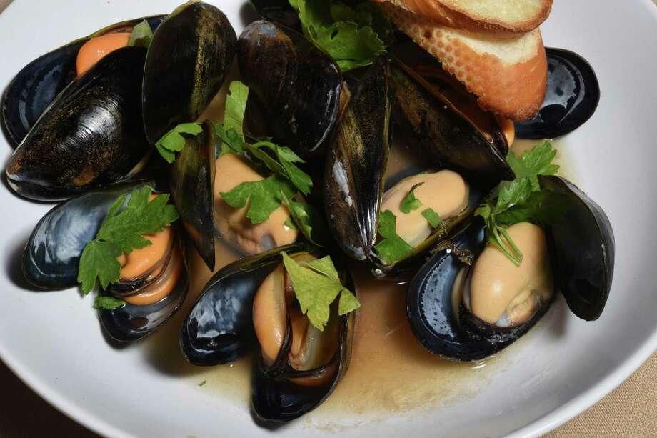 Cozze, salted Spring Island mussels Photo: Billy Calzada /San Antonio Express-News / San Antonio Express-News