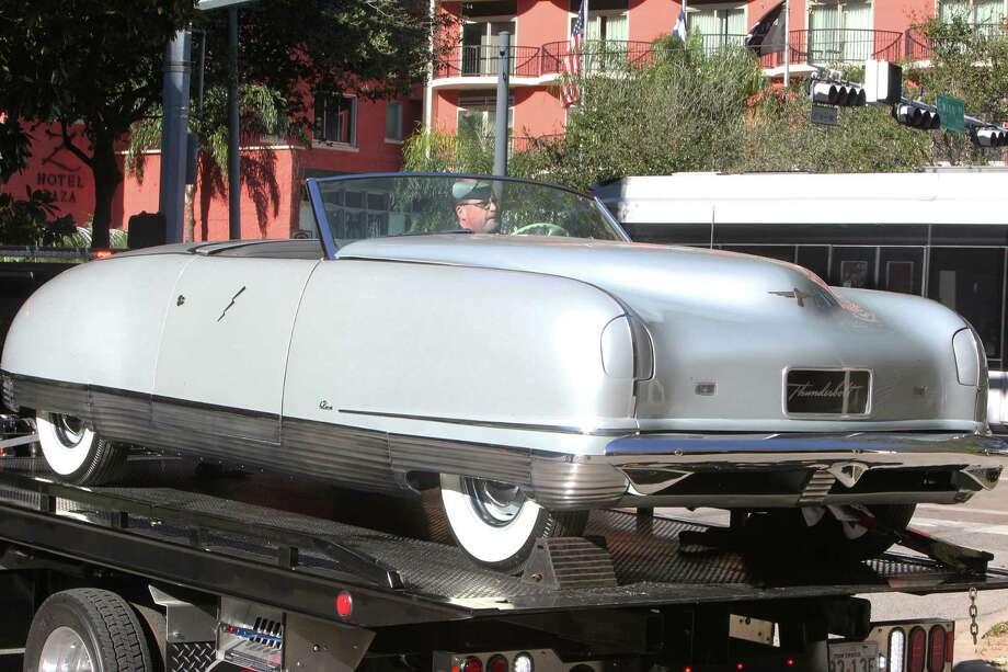 art deco cars rev up the museum houston chronicle. Black Bedroom Furniture Sets. Home Design Ideas