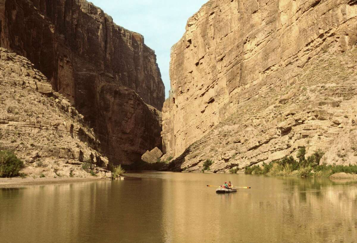 Couple rowing on Rio Grande River