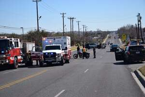 Man dies after crashing motorcycle on Northeast Side of San Antonio - Photo