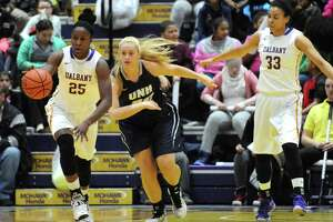 UAlbany women's basketball defeats New Hampshire in front of 3,016 fans - Photo