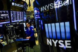 Global stocks slide into bear market - Photo