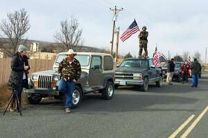 Last occupiers of Oregon wildlife refuge surrender to FBI - Photo
