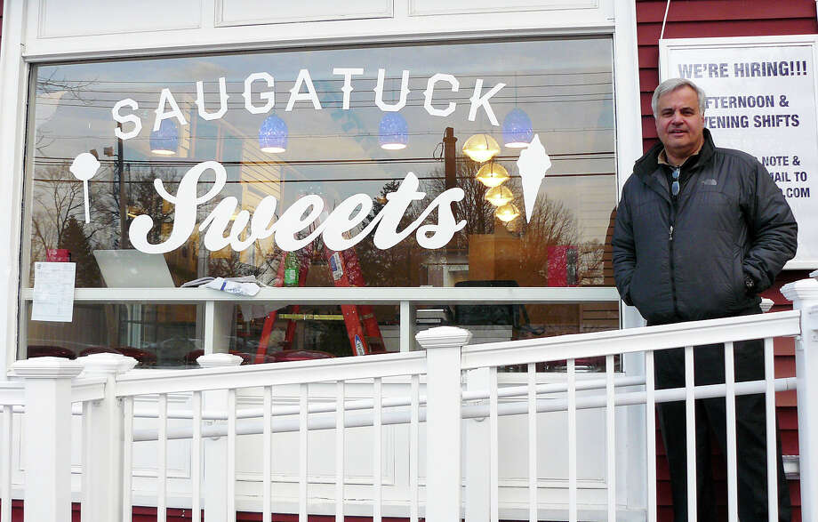 Al DiGuido stands in front of his new Saugatuck Sweets shop on Reef Road in Fairfileld. Photo: Gretchen Webster / For Hearst Connecticut Media / Fairfield Citizen