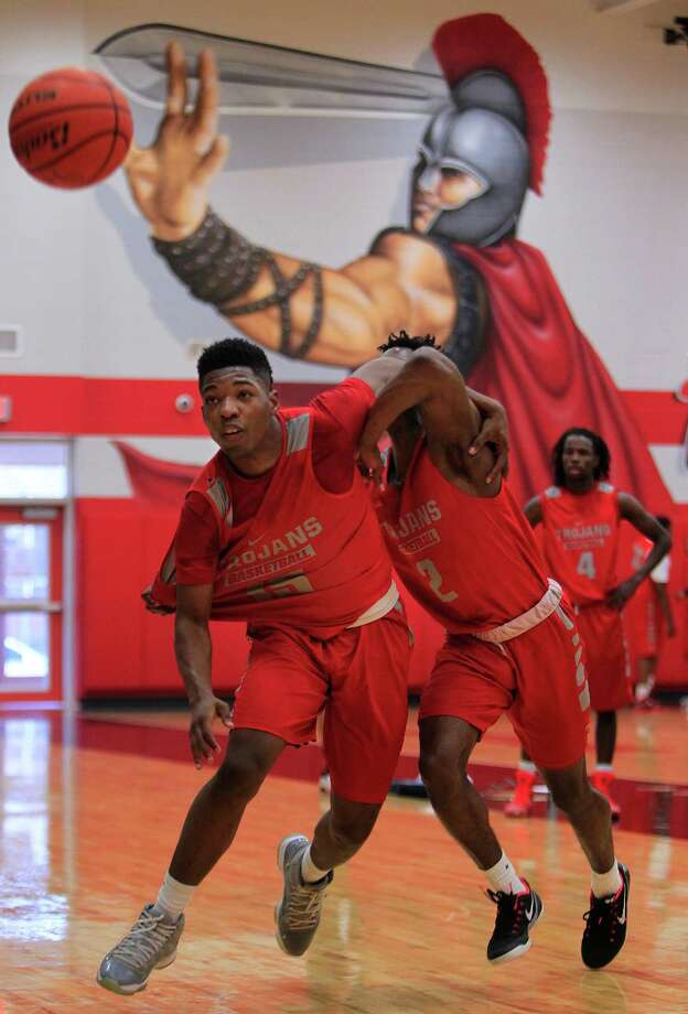Zach Miller and Gerald Bowman battle for a rebound during practice with the South Houston High School boys basketball team, Thursday, Feb. 11, 2016, in Houston. The team has won 21 of their last 22 games, and they will play Friday night for the District 22-6A championship. Photo: Mark Mulligan, Houston Chronicle / © 2016 Houston Chronicle