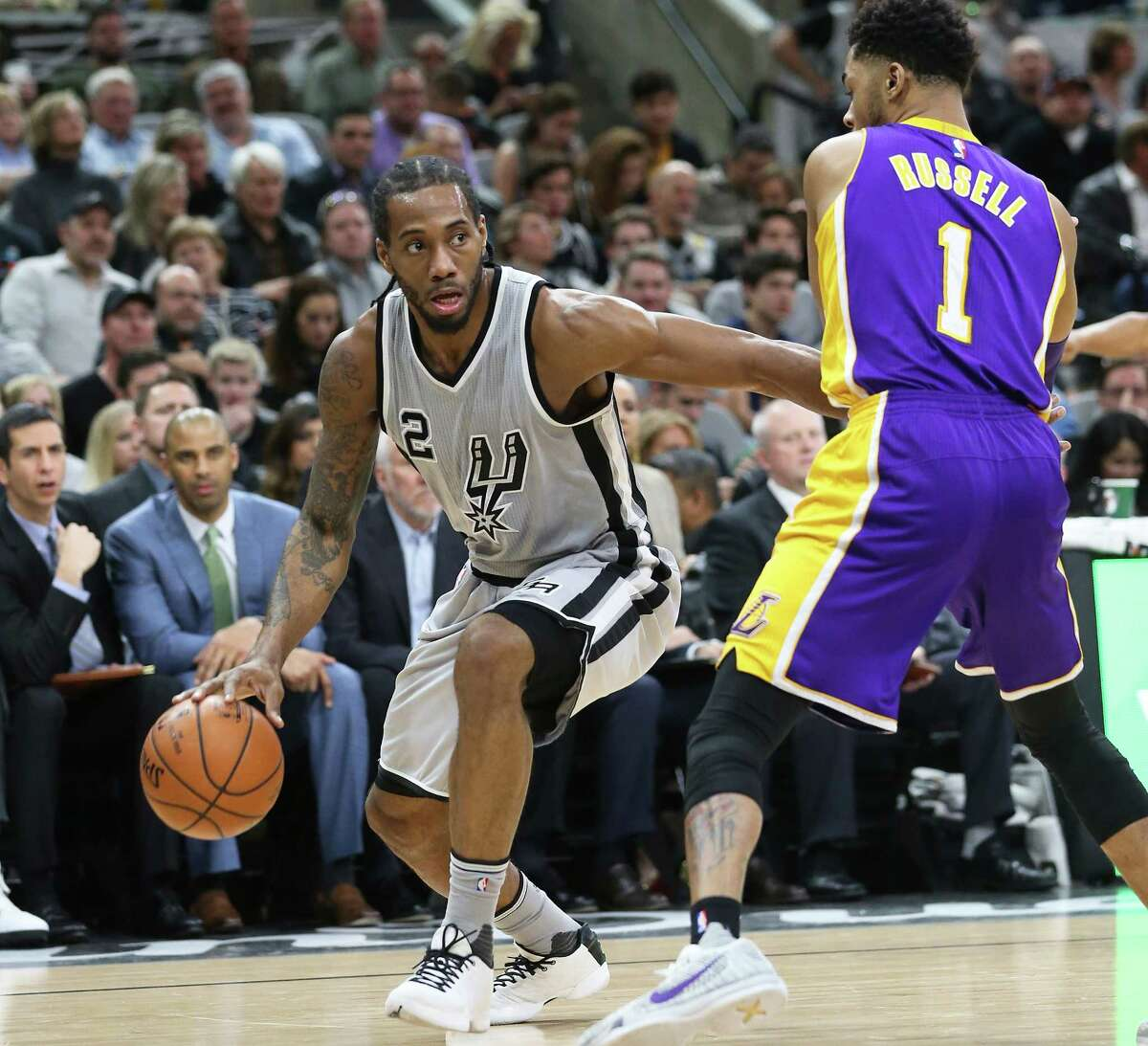 Kawhi Leonard studies the court behind defender D'Angelo Russell as the Spurs host the Lakers at the AT&T Center on February 6, 2016.