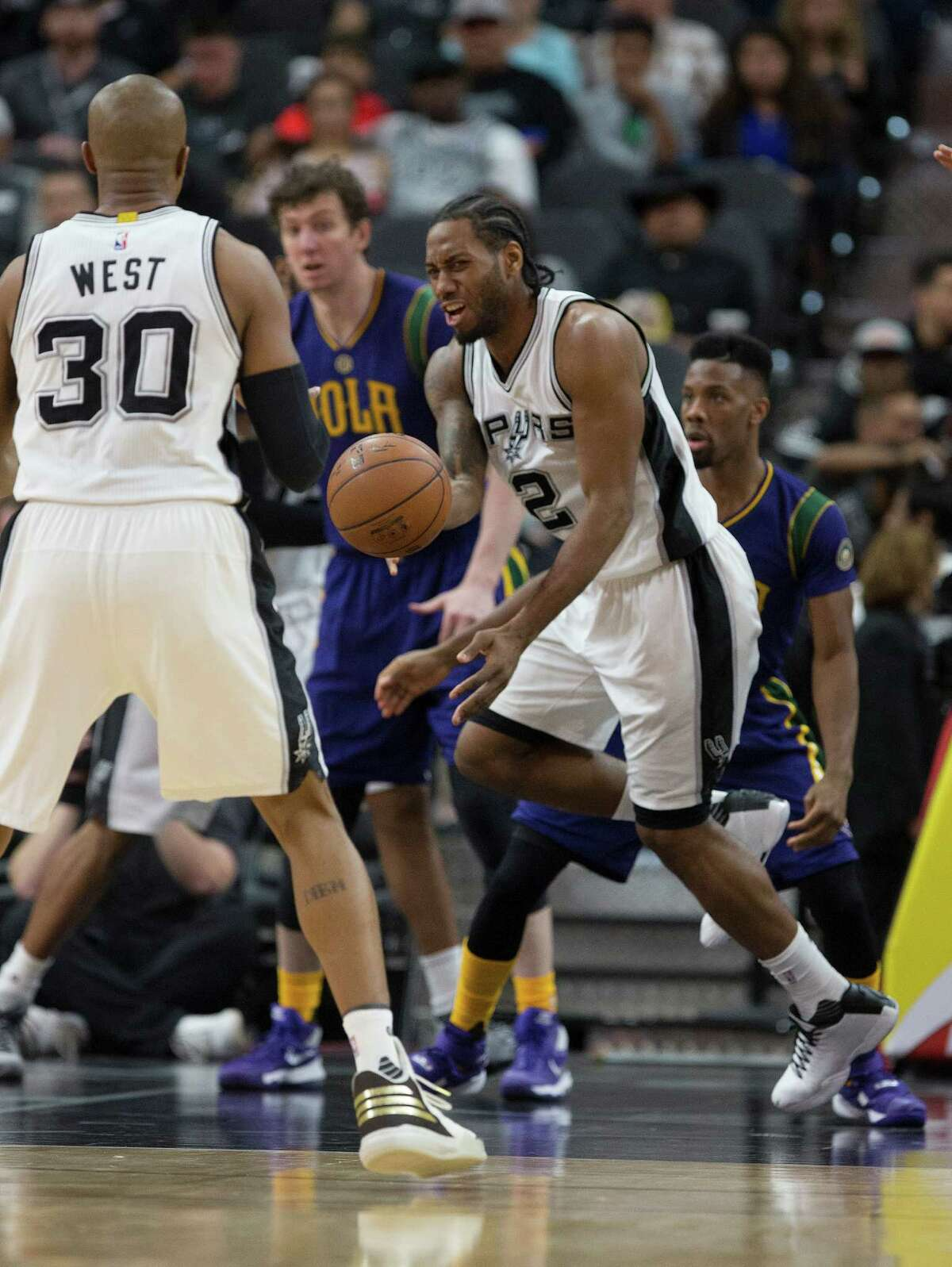San Antonio Spurs' Kawhi Leonard passes the ball to David West during the second half at the AT&T Center, Wednesday, Feb. 3, 2016.