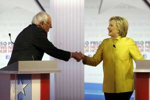 Clinton, Sanders debate after splitting contests - Photo