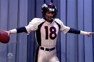 Kristen Wiig hilariously fails at Peyton Manning impression - Photo