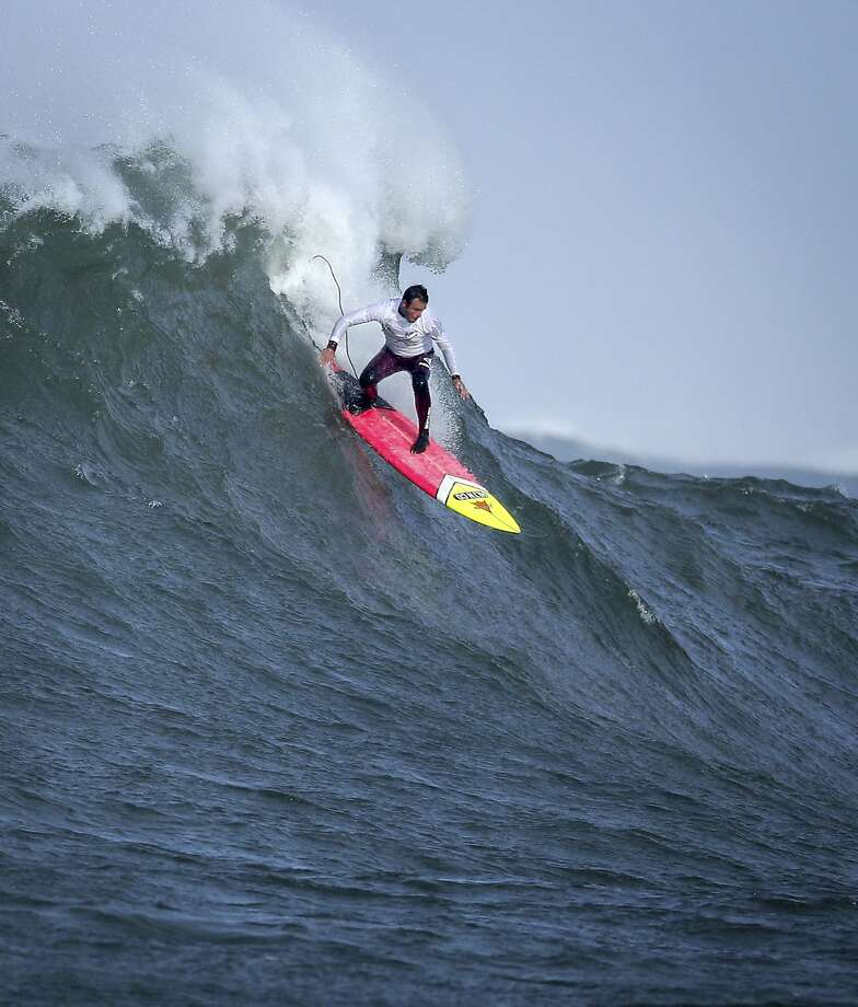 Anthony Tashnik rides a wave in heat number one in the first round of the Titans of Mavericks. Photo: Carlos Avila Gonzalez, The Chronicle