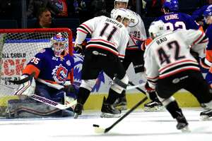 Competing and confident, goalie Williams returns to Sound Tigers - Photo