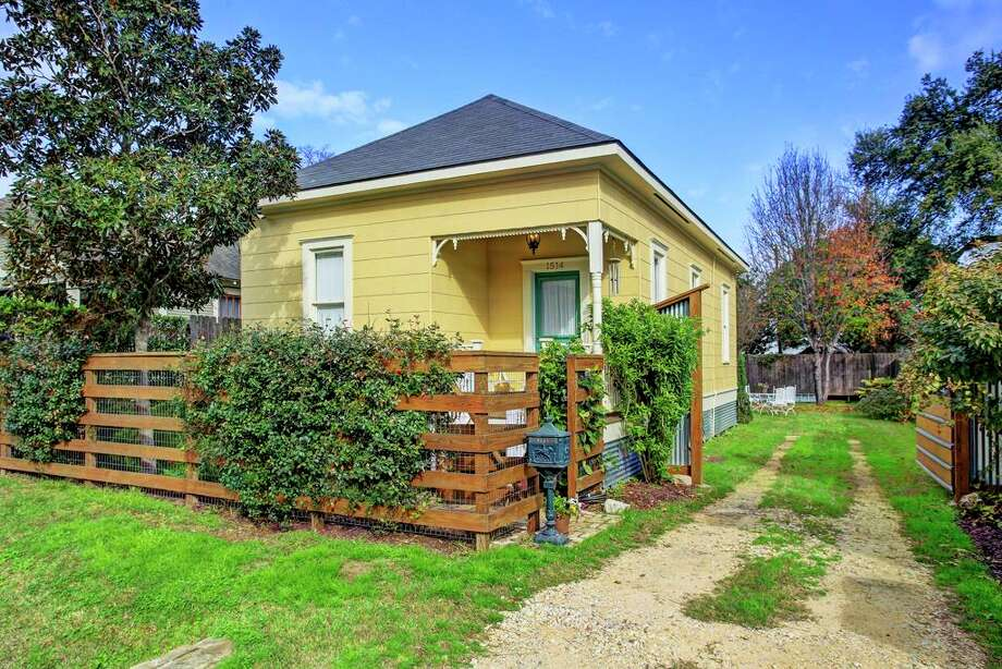 1 000 Square Foot Or Smaller Houston Homes For Sale