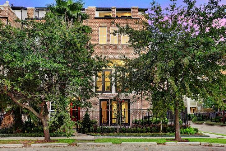 1401 Isabella St. in Houston: $550,000 / 4 bedrooms / 4 full and 1 half bathrooms / 2,974 square feet