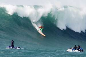 Big-wave surfing fans flock to Mavericks - Photo