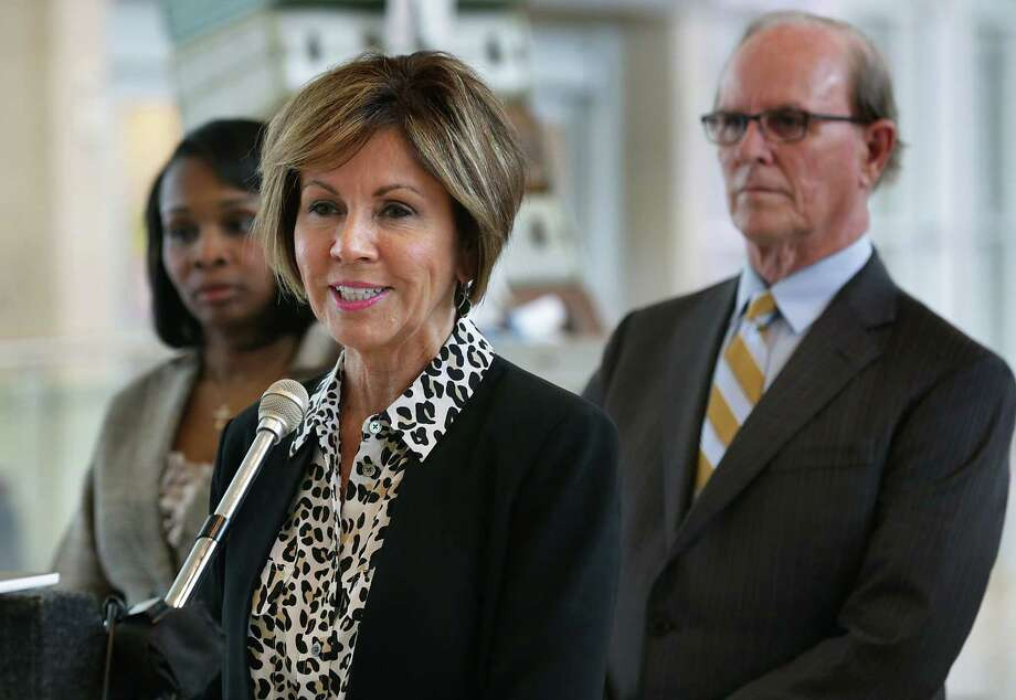 City Manager Sheryl Sculley could earn as much as $475,000 annually by 2018 — a 18.75 percent increase over the $400,000 in base pays she makes now — if the City Council approves a three-year contract extension on Thursday. Photo: Bob Owen /San Antonio Express-News / San Antonio Express-News