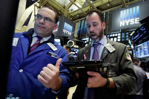 Specialist Anthony Matesic (left) and trader Thomas Cicciari work on the floor of the New York Stock Exchange on Friday. The recent downbeat trend was snapped as investors were encouraged by retail sales and a rally in European stocks.