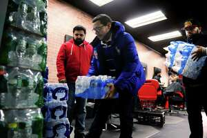 Bringing water to thirsty Flint - Photo
