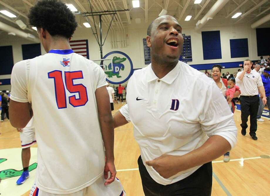 Dickinson's coach Jason Wilson celebrate's his team's 52-46 win against Clear Creek on  Friday, Feb. 12, 2016, in Dickinson. Dickinson won the game and district championship 52-46. Photo: Elizabeth Conley, Houston Chronicle / © 2016 Houston Chronicle