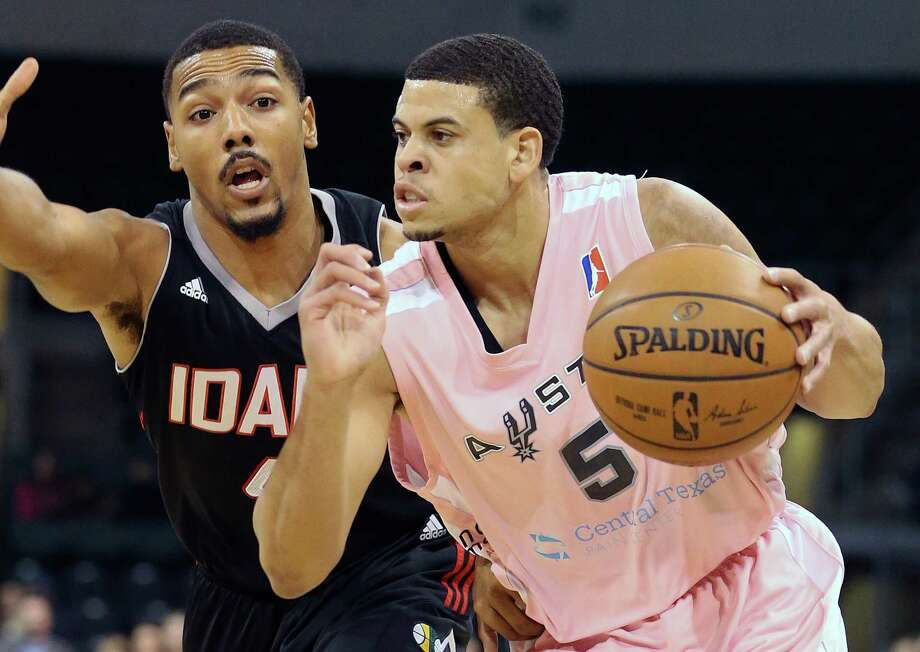 Ray McCallum moves on Phil Pressey as the Austin Spurs host the Idaho Stampede at the Cedar Park Center on Jan. 29, 2016. Photo: Tom Reel /San Antonio Express-News / 2016 SAN ANTONIO EXPRESS-NEWS