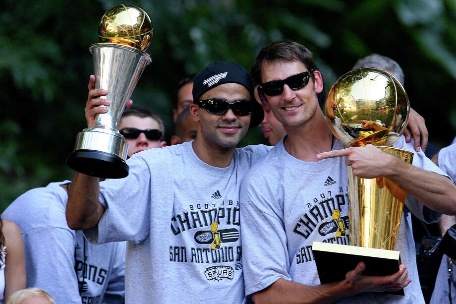 Spurs' guard Tony Parker, of France, (09) holds the MVP throphy while guard Brent Barry (17) holds one of the four championship trophies during the victory parade Sunday June 17, 2007, at the River Center Lagoon (EDWARD A. ORNELAS/STAFF) Photo: EDWARD A. ORNELAS, STAFF / SAN ANTONIO EXPRESS-NEWS / SAN ANTONIO EXPRESS-NEWS
