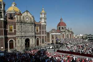 Pope warns against devil in hardscrabble Mexico City suburb - Photo
