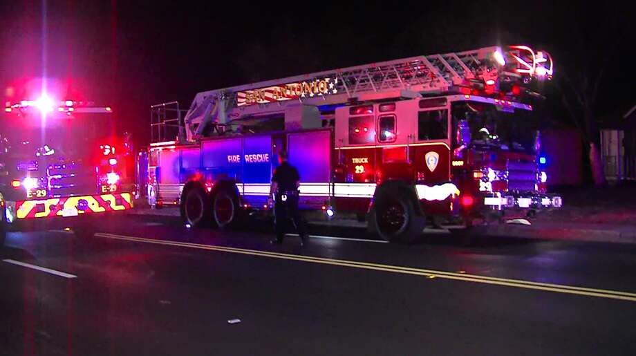 One Dead In Fiery Car Crash On San Antonio S Southeast