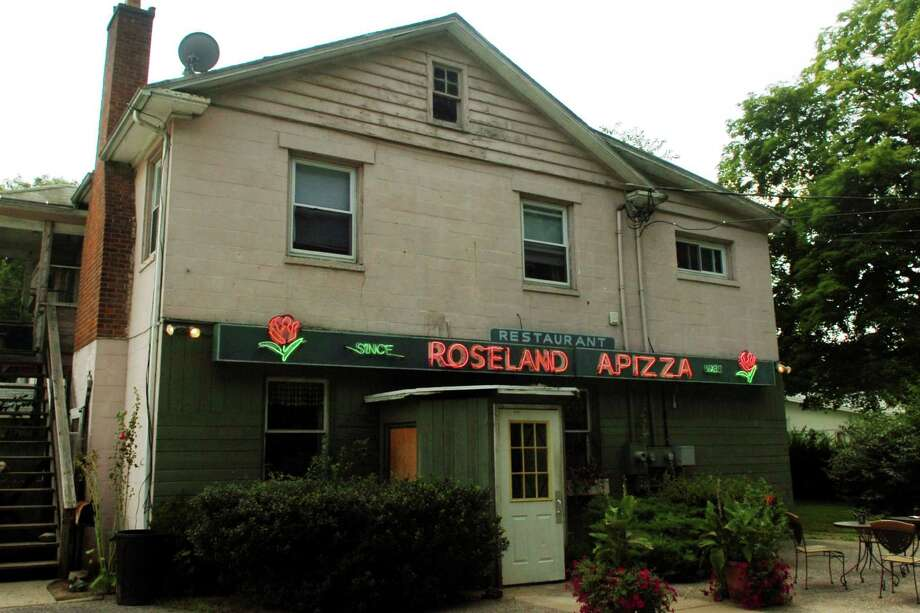 Roseland Apizza in Derby. Photo: Autumn Driscoll/file Photo / Hearst Connecticut Media / Connecticut Post
