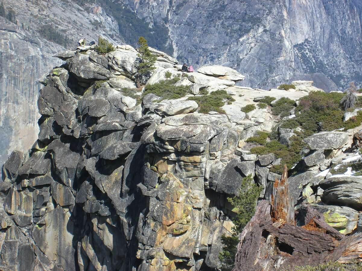 At 7,200 feet, Dewey Point juts out from the south rim of Yosemite Valley and provides an overlook across to El Capitan and Yosemite Valley. It is a 7-mile round trip from Badger Pass.