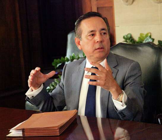3.Uresti also was paid a $27,000 commission on Harlingen investor Denise Cantu's $900,000 investment in a joint venture with FourWinds, according to previous reports. Photo: Juanito M Garza /San Antonio Express-News / San Antonio Express-News