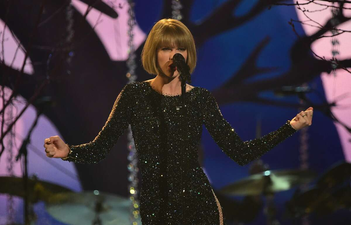 Singer Taylor Swift performs during the 58th Annual Grammy music Awards in Los Angeles February 15, 2016.