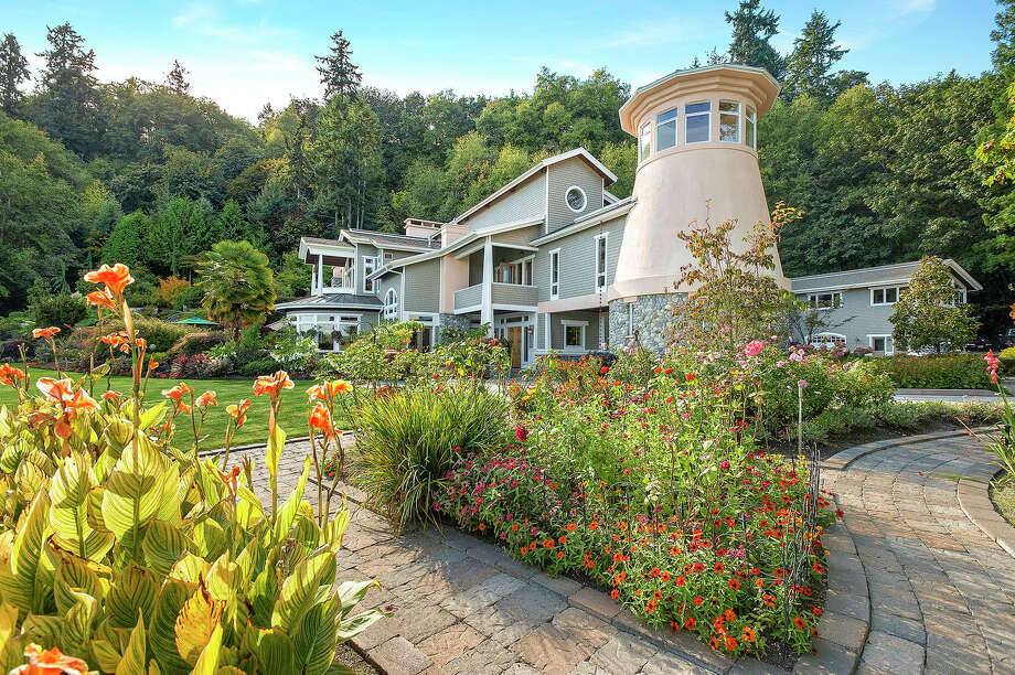 This property is called the Lighthouse on Vashon. It includes more than 24 acres. The full listing is here. Photo: AL Images