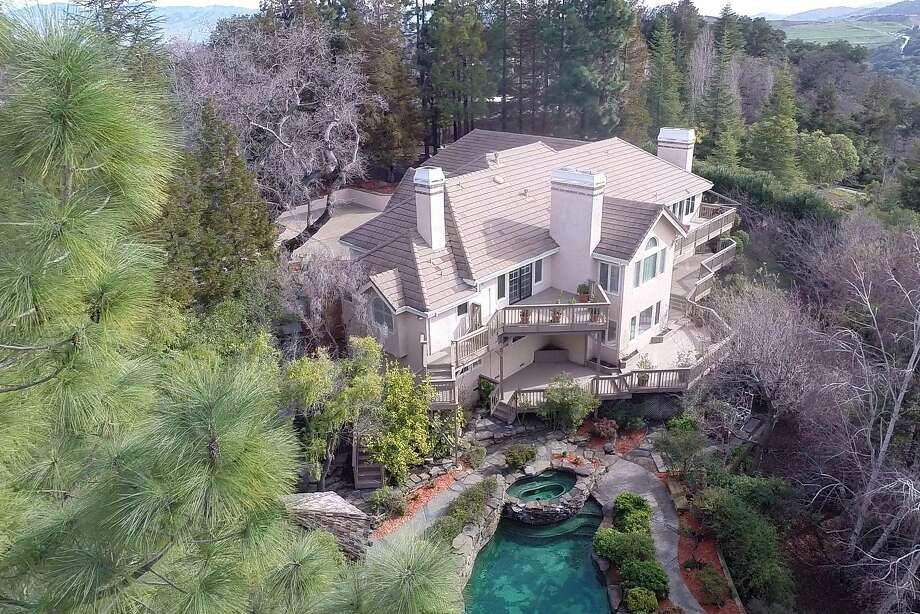 400 Santa Rosa Dr. in Los Gatos, as seen from above.  Photo: Arthur Sharif
