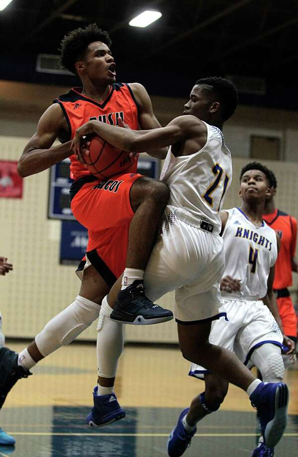 After battling Tuesday, Elkins and Bush will take the court as the top two seeds in District 23-5A when the playoffs start next week. Photo: James Nielsen, Houston Chronicle / © 2015  Houston Chronicle