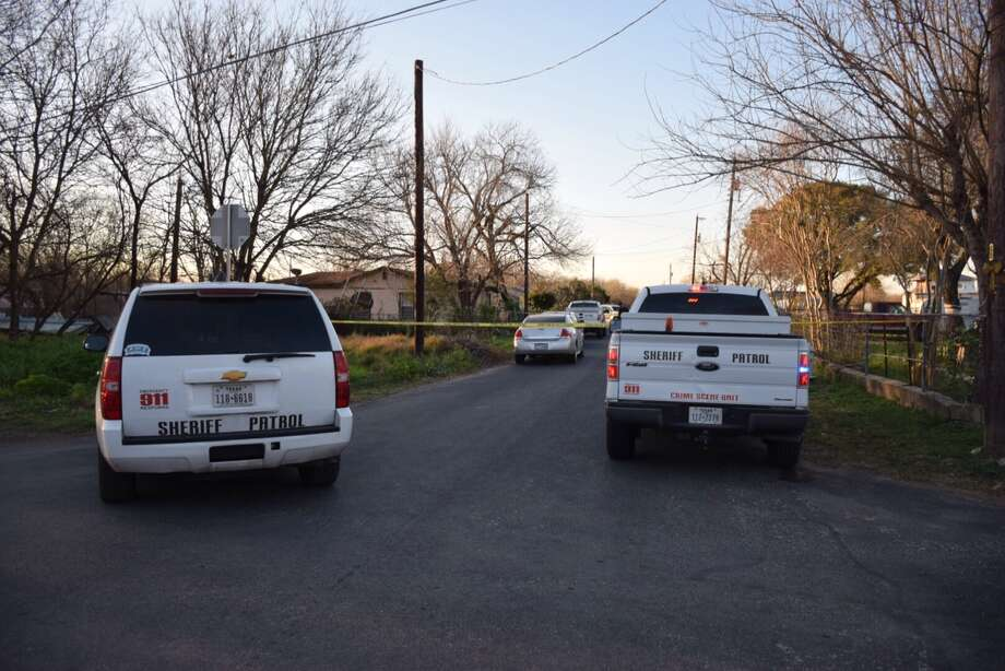 Bexar County Sheriff's deputies are searching for clues after finding a 53-year-old man was shot dead Wednesday, Feb. 17 , 2016 on the South Side of town. Photo: By Mark D. Wilson/San Antonio Express-News