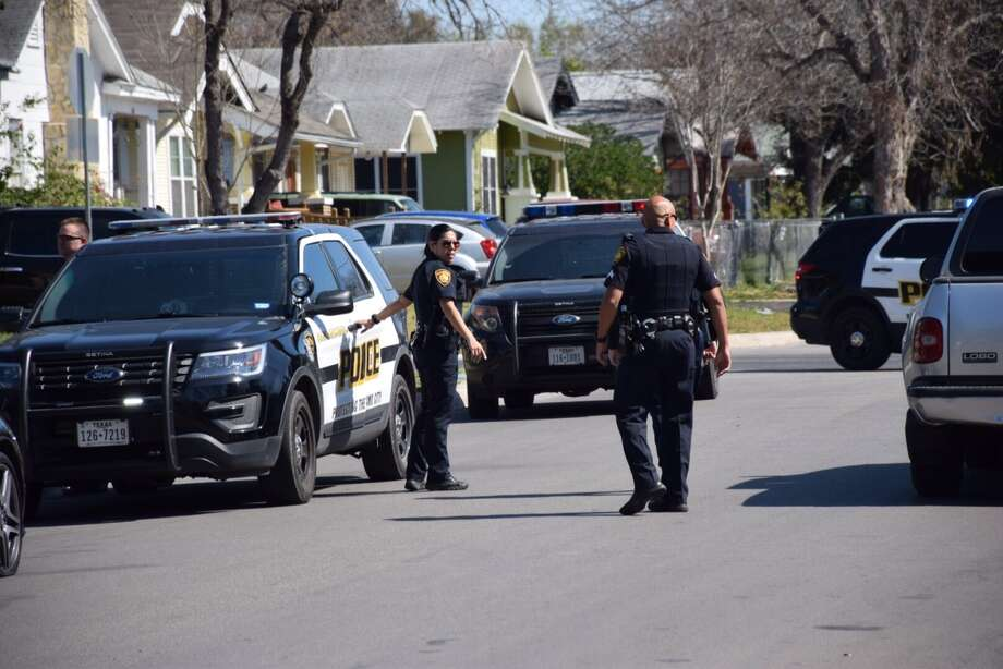 San Antonio police responded to the 200 block of Kayton Avenue on the East Side on Wednesday, Feb. 17, 2016, after shots were fired when two drivers got involved in a road rage incident. Photo: Mark D. Wilson/San Antonio Express-News