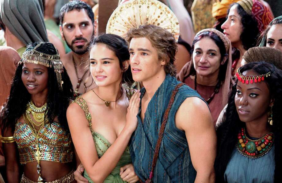 Zaya (Courtney Eaton) and Bek (Brenton Thwaites, center) in GODS OF EGYPT. Photo: Lionsgate Pictures / Lionsgate Pictures / © 2014 Summit Entertainment, LLC. All Rights Reserved.